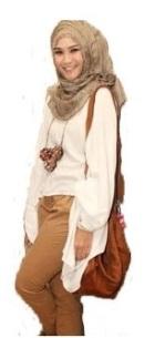 Zaskia Paduan Batwing Putih dan Celana Cokelat